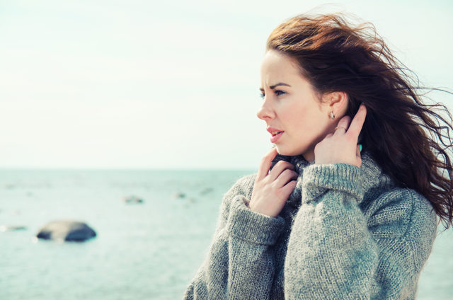woman in woolly jumper which skin tags can catch on